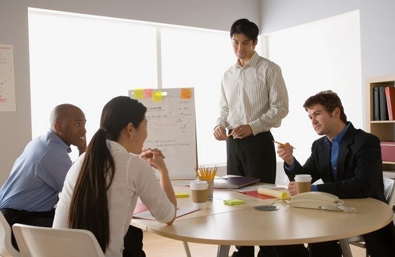 """Cách dạy nhân viên khiến họ nghe theo """"răm rắp"""" mà ai cũng vui"""