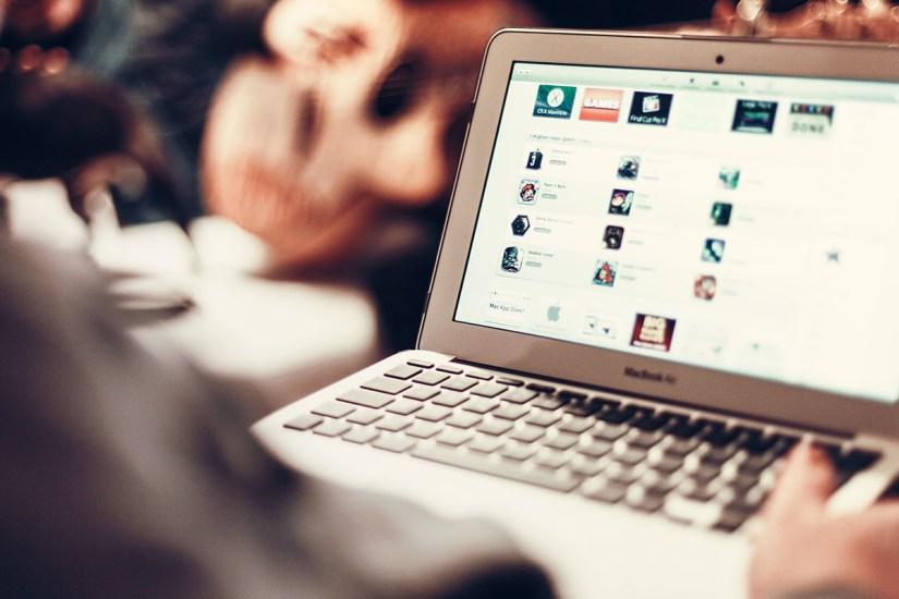 Hướng dẫn kết hợp buôn bán online và ngoài đời thật