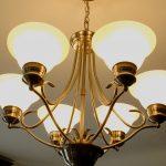 Kinh doanh đèn chùm, sản phẩm hốt bạc thời hiện đại