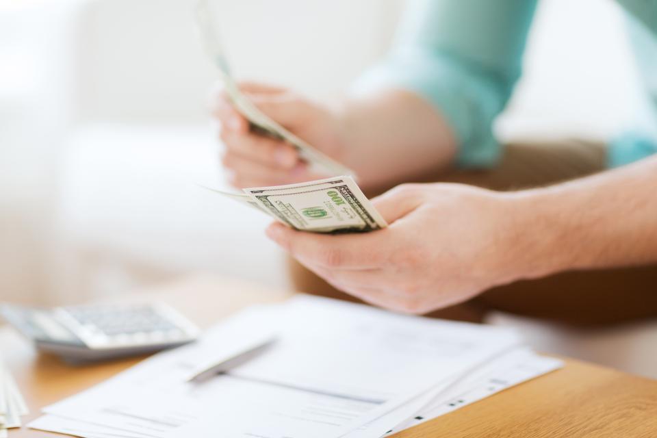 Người mới đi làm cần phải học cách tiết kiệm tiền