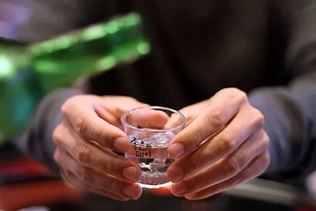 Uống rượu để ký được hợp đồng/đơn hàng