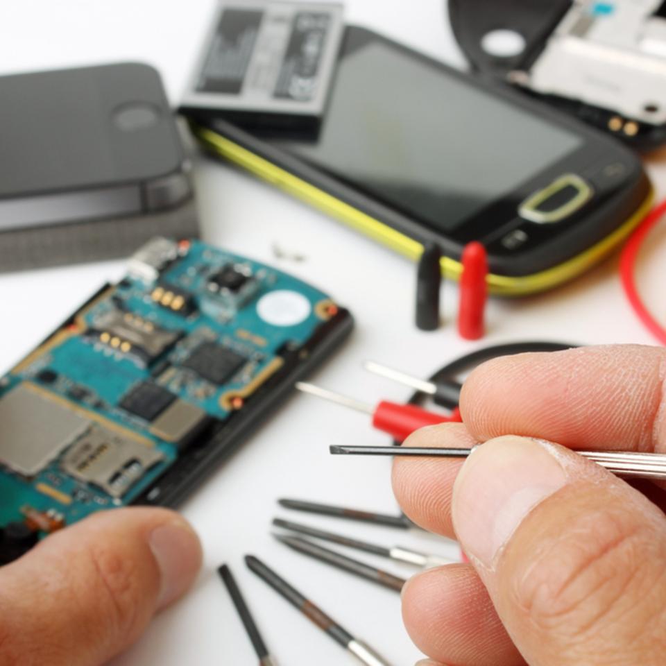 Làm thế nào kinh doanh cửa hàng Sửa chữa điện thoại hiệu quả hơn, sinh lời nhiều hơn