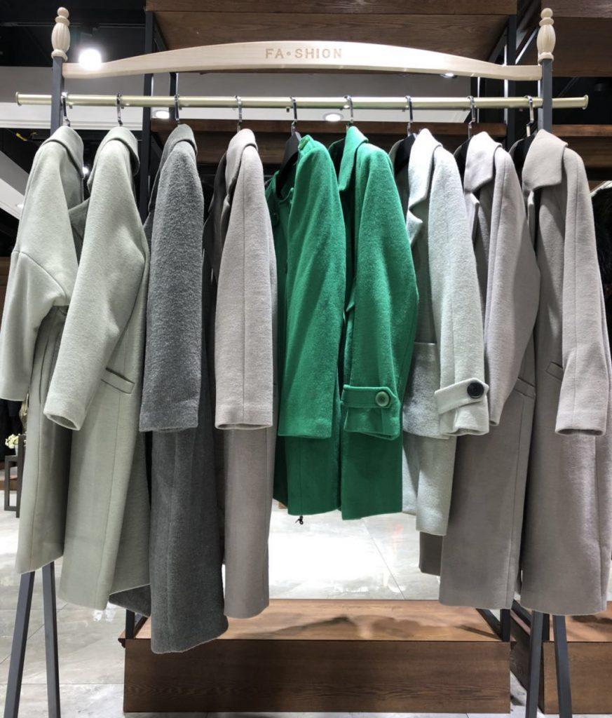 Mới Kinh doanh quần áo nên mở cửa hàng tốt hơn hay mở sạp bán trên phố, trong chợ tốt hơn?