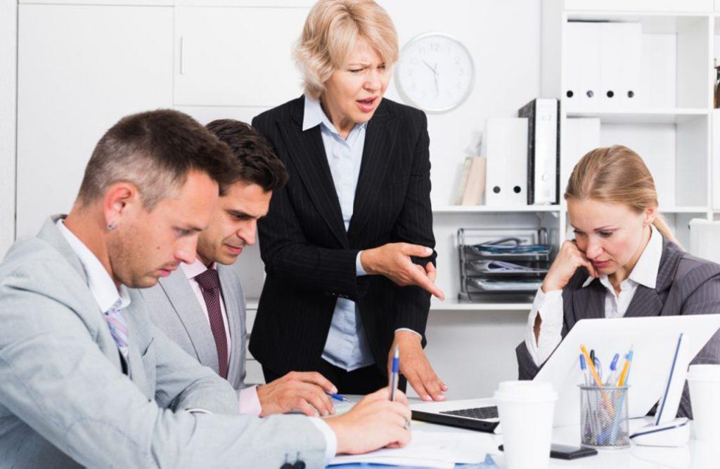 Quản lý làm thế nào đưa ra các chỉ tiêu công việc cho nhân viên cấp dưới làm việc hiệu quả.