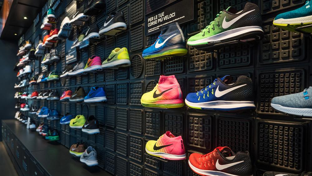 Kinh nghiệm mở cửa hàng giày Thể thao (Cẩm nang kinh doanh đầu tư)