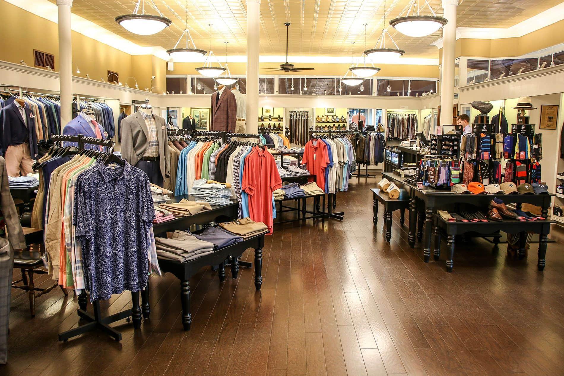 Mở shop quần áo cần chuẩn bị những gì? Bán quần áo lãi bao nhiêu?