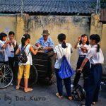 Bán và kinh doanh gì ở Gần trước cổng trường học (mặt hàng được mua nhiều)