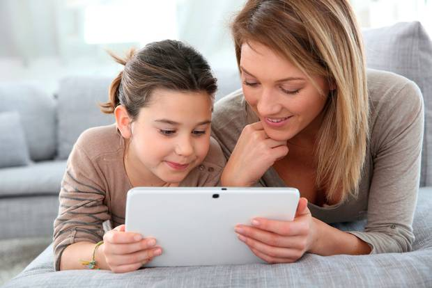 Cha mẹ dùng cách nào để dạy con sử dụng Internet và mạng xã hội an toàn