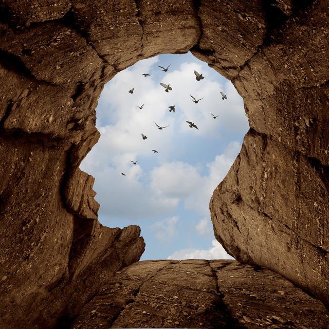 Muốn thành công, hãy chấp nhận thử thách. Đừng sống mãi trong vùng an toàn của mình để rồi bản thân phải hối tiếc