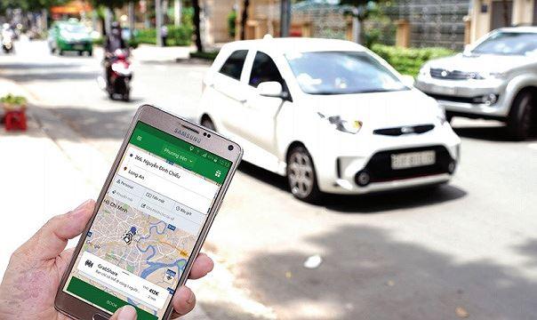 """""""Đeo mào"""" cho taxi công nghệ, tài xế lo lắng Thêm chi phí, khách bỏ đi"""