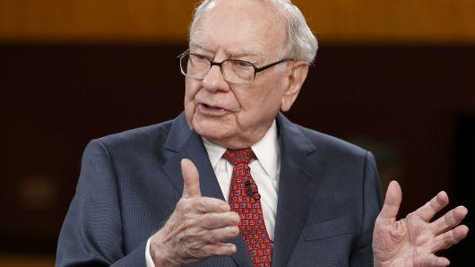 """Lời khuyên của tỷ phú Warren Buffet: """"Làm nghề gì không quan trọng, mấu chốt nằm ở tờ """"100 đô"""""""