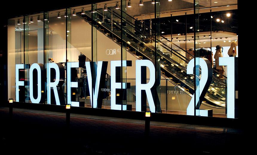Forever 21 phải làm sao để tồn tại khi những cửa hàng thời trang online đang lên ngôi?