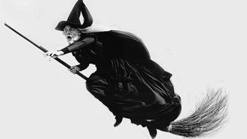 Tại sao Phù thủy lại cưỡi chổi và nguồn gốc của Phù thủy