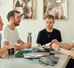 Bán trên 50.000 đơn hàng nhờ ý tưởng kiếm tiền với chiếc quần lót cũ