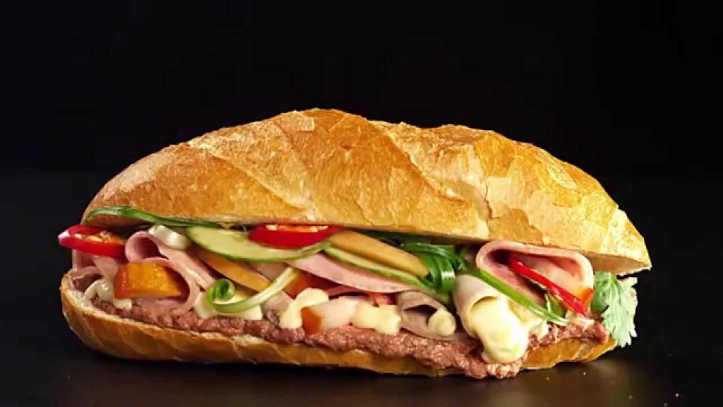 Cơ hội kiếm tiền: Bánh mỳ Việt Nam kiếm được nhiều tiền hơn so với Burger nước ngoài