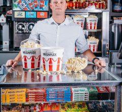 Đi xem phim với Vợ, vợ hỏi một câu và Câu hỏi đó trở thành ý tưởng kiếm tiền gặt hái thành công của anh ấy