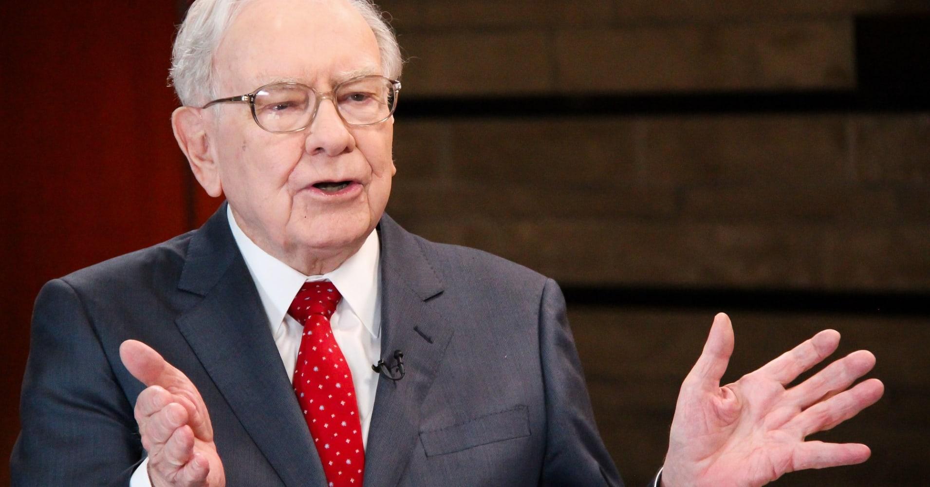 Tỷ phú Warren Buffett với 5 nguyên tắc chọn người kiếm tiền và mang tiền về cho mình