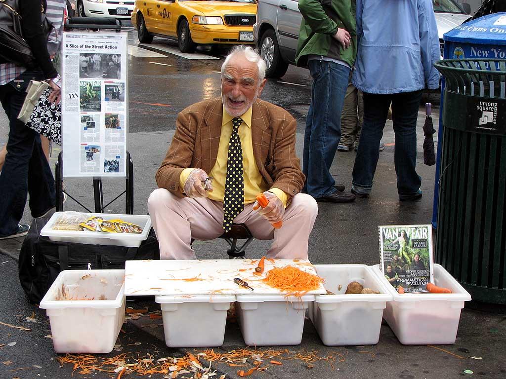 Vốn 100k, ý tưởng bán nạo khoai tây trên đường phố trở thành Triệu phú (và những bài học kiếm tiền còn mãi)