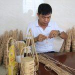 Khách hàng thích mê những sản phẩm đậm chất Việt Nam, càng dân dã càng được mua nhiều