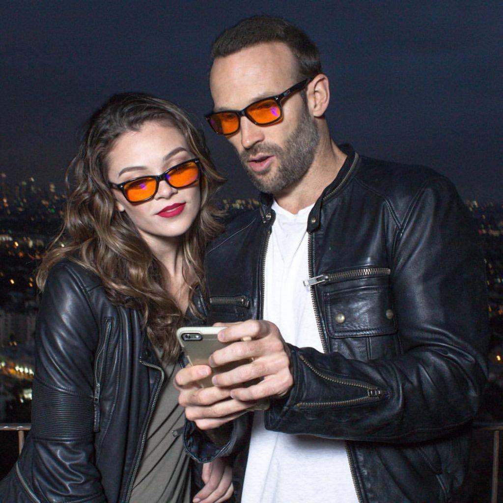 Kiếm 1 triệu USD trong 12 tháng nhờ chiếc kính của người Bạn trong lần đi ăn tối