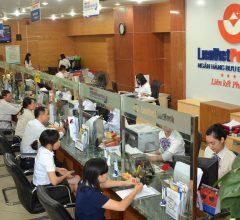 Nghề nhân viên ngân hàng bấp bênh (thời lương thưởng cao nhất trong các ngành nghề, giờ ra sao)