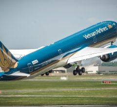 Trước sự cạnh tranh khốc liệt của Bamboo Airways, cách giữ chân khách hàng của Vietnam Airlines giúp họ không mất đi thị phần quan trọng, tiền vẫn thu về