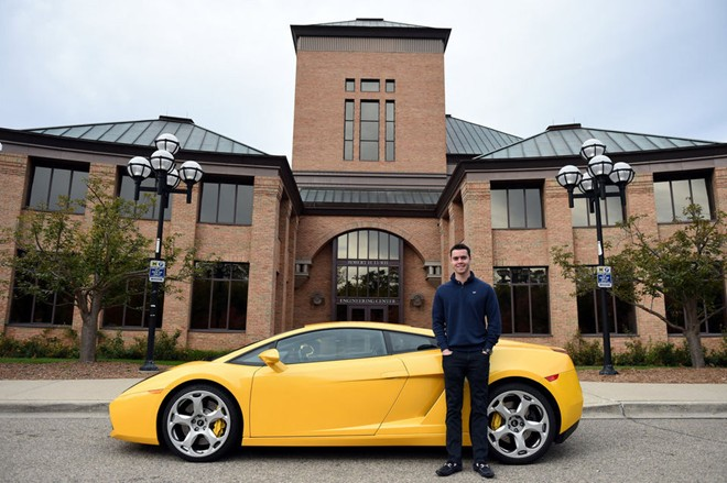 Khôn ngoan tìm ra ý tưởng kiếm tiền với chiếc xe Lamborghini, dù bản thân chưa có đủ tiền để mua chiếc xe đó