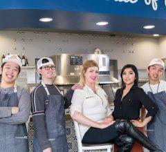 Sự xuất hiện của nhân viên khuyết tật, giúp cho cửa hàng trở nên nổi tiếng hơn bao giờ