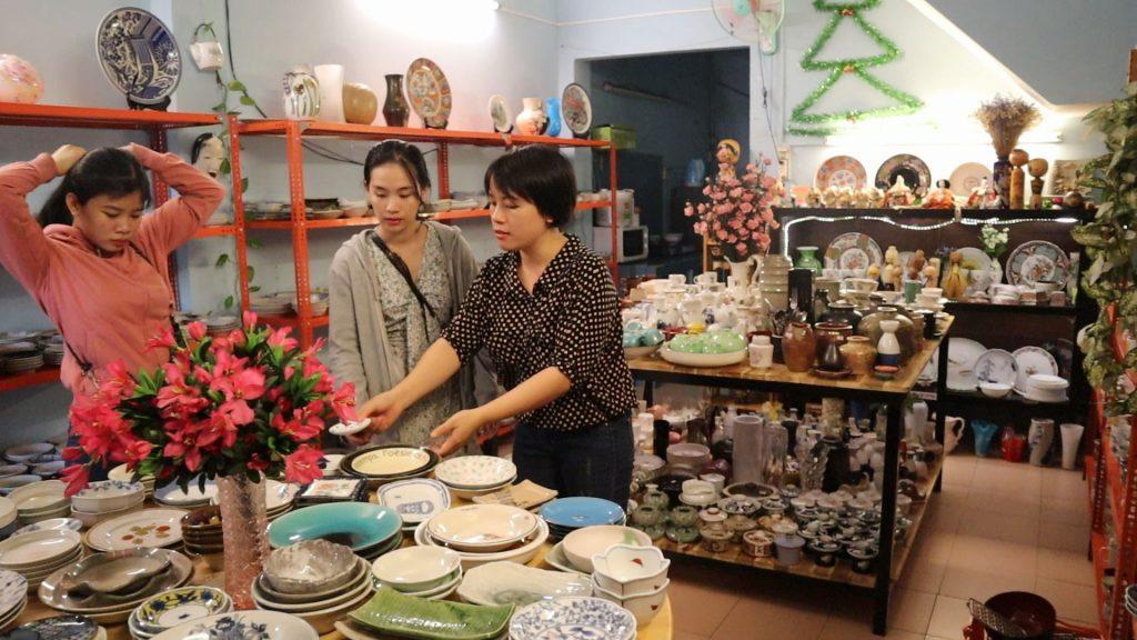 Mô hình cửa hàng bán gốm Nhật Bản, một ngày bán 500 kg gốm, thu hơn 1 tỉ tiền hàng