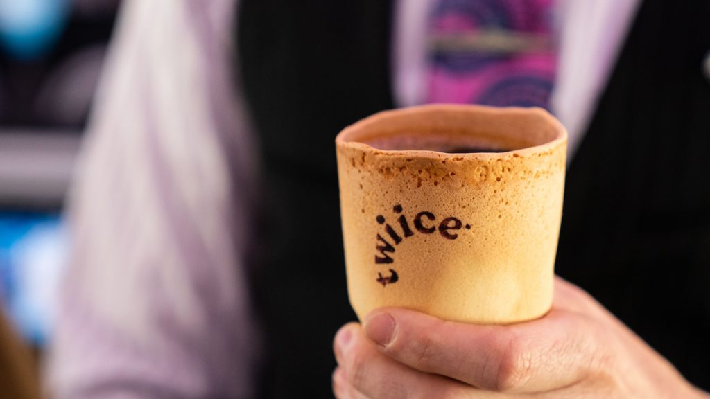 Ý tưởng ly cafe ăn được (thay thế ly và cốc nhựa)