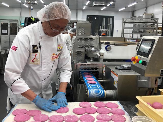 Ý tưởng bài học kinh doanh của Vua bánh mỳ làm từ Thanh Long đỏ