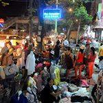 Ý tưởng lý giải vì sao kinh doanh quần áo Vỉa hè vẫn lãi và đông khách