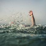 Mơ thấy con bị ngã xuống nước điềm báo là gì