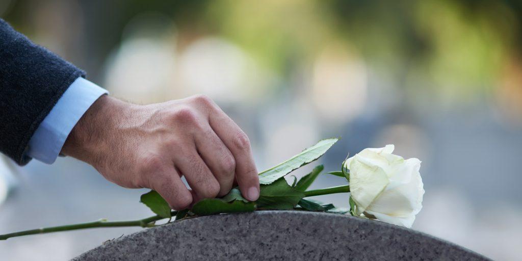 Những mẫu lời giới thiệu các đoàn, thành viên vào viếng thăm đám tang sâu sắc