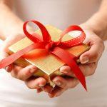 Gợi ý những cách nói chuyện khi tặng quà sao cho tinh tế