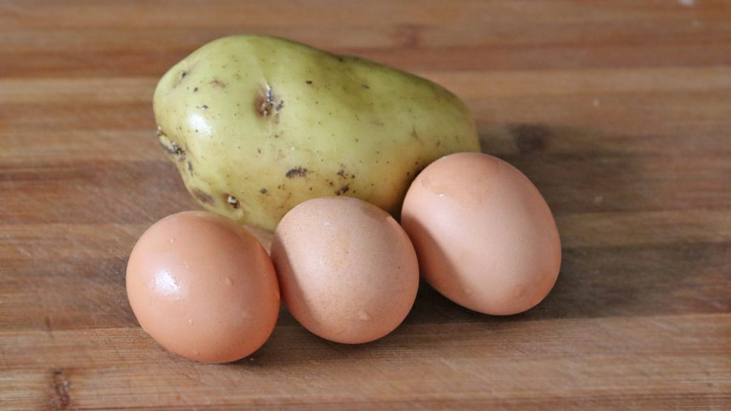 Kết hợp ăn khoai tây với trứng có được hay không