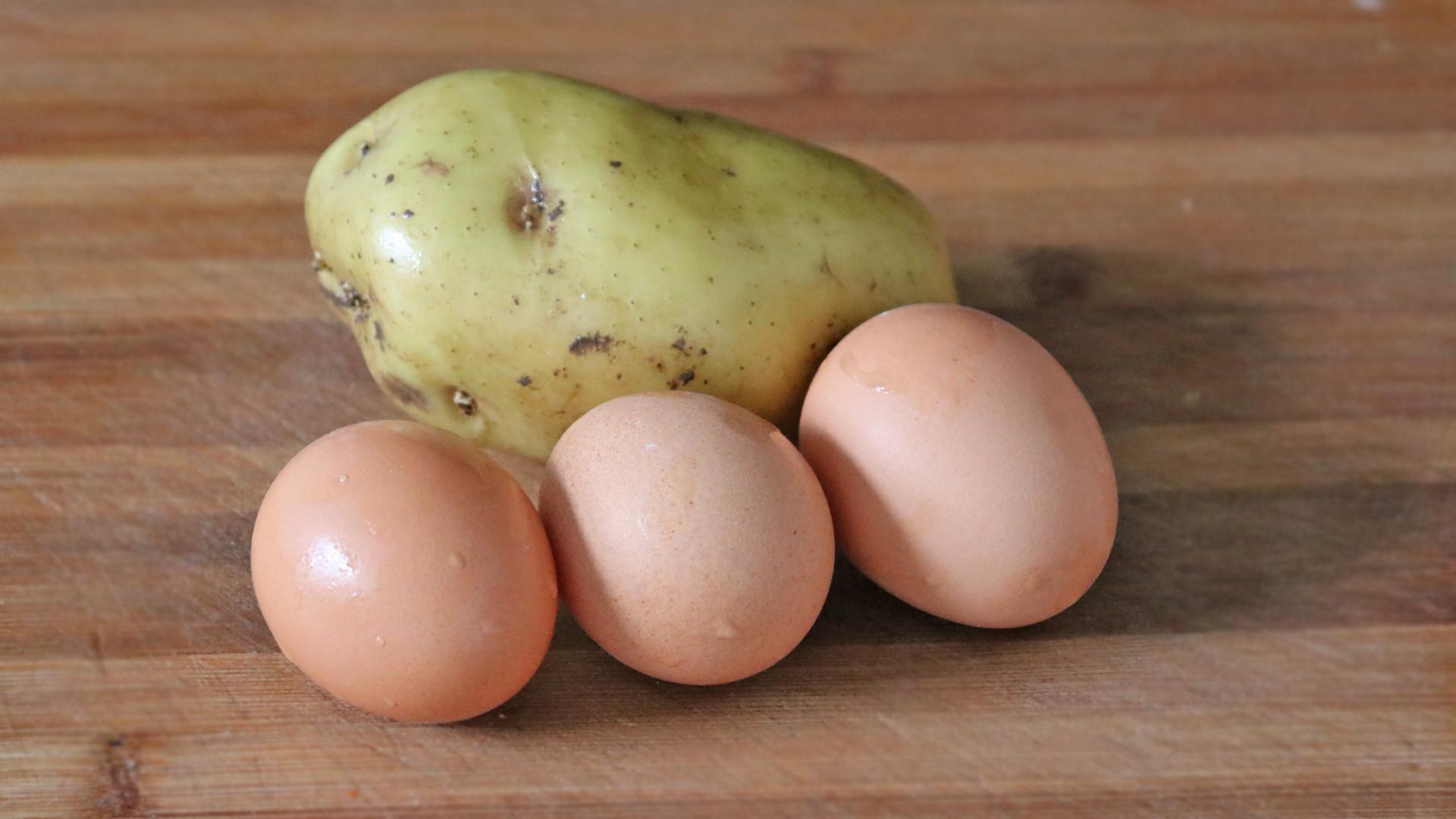 Kết hợp ăn khoai tây với trứng có được hay không - BYTUONG