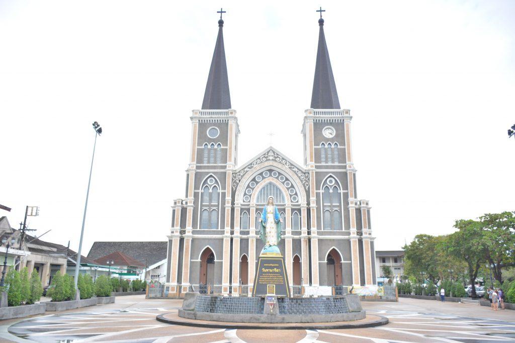 Nhà ở gần địa điểm mang tính chất tôn giáo như nhà thờ có sao không