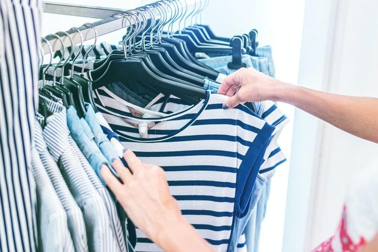 Nằm mơ thấy đi mua quần áo là báo hiệu cho điều gì